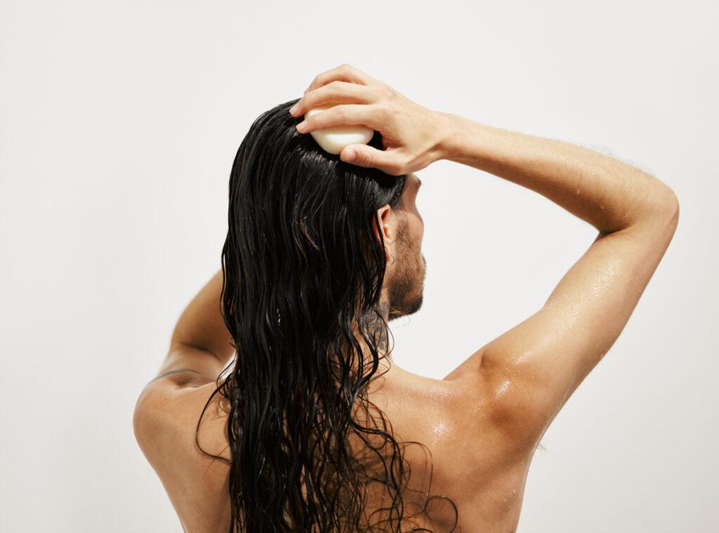 shampoo to hair
